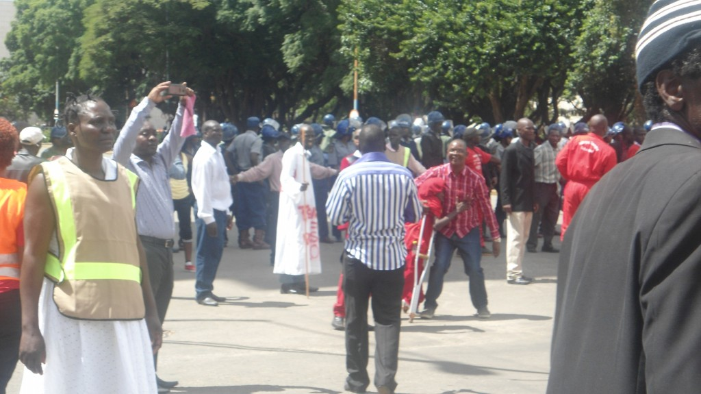 Heavy-armed-police presence-at-MDC-demonstration
